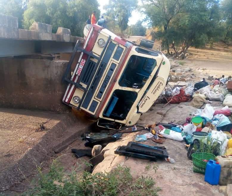 Photo of Thirteen people injured in Nkayi bus accident