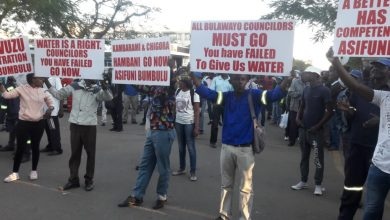 Photo of Residents stage demo against Councillors