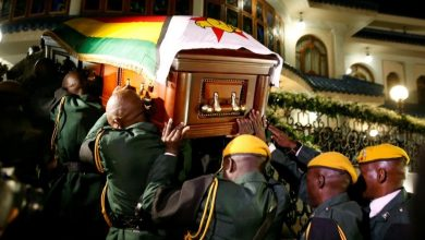 Photo of Mugabe to be buried in his village early next week, says family