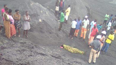 Photo of 'Thieving' Hwange woman dies after mine dump collapses on her