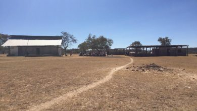Photo of 400 pupils share two classrooms, community appeals for assistance