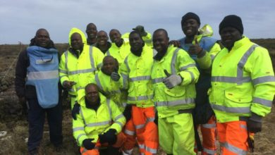Photo of Zimbabwean team clears landmines in Falkland Island